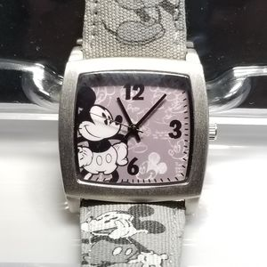 DISNEY PARKS Limited Release Mickey Watch